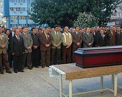 Babasını Öldürüp Cenazesine Katıldı
