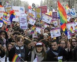 Fransa'da Eşcinsel Evlilik Taraftarları Sokaklarda