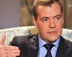 Medvedev'den Esad'a Ağır Eleştiri