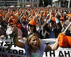 Yunanistan: İşçiler Bakanın Ofisini Bastı