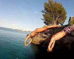 Kızlarda Cliff Diving Yapabilir