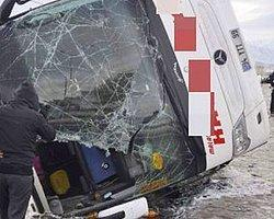 Yolcu Otobüsü Devrildi: 23 Yolcu Yaralı