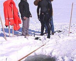 Rekortmen Sporcu, Buz Tutan Çıldır Gölü'nde İlk Deneme Dalışını Yaptı