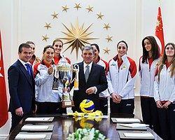 Avrupa Şampiyonu Vakıfbank Bayan Voleybol Takımı Çankaya Köşkü'nde