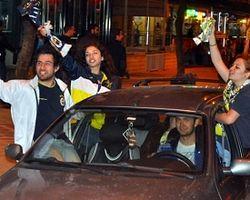 Fenerbahçeli Taraftarlar Sokağa Döküldü