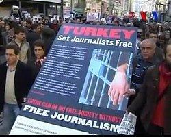 'Türkiye İnsan Hakları Alanında Eleştiriye Açık Olmalı'