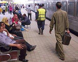 Mısır'da Bin 100 Tren Seferi İptal Edildi