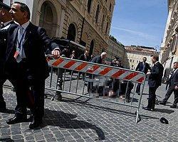 İtalya'da Başbakanlık Önünde Silahlı Saldırı