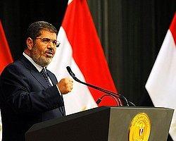 Mursi, Başbakan Kandil ve Savunma Bakanı Sisi ile Görüştü