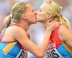 Rusya'da Tartışılan Öpücük
