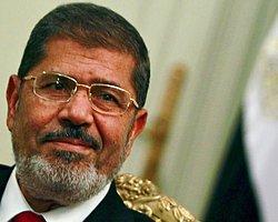 Mursi'nin Gözaltı Süresi Yine Uzatıldı