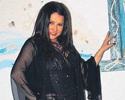 Siyahlı Kadın Deniz Seki...