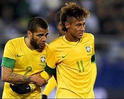 """Alves: """"Neymar Kutsanmış Olmalı"""""""