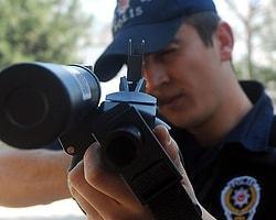 Polis Elektroşokla Saldırganı Etkisiz Hale Getirecek