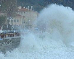 Trabzon Limanında Dalga ve Rüzgar Can Aldı: 1 Ölü, 2 Yaralı