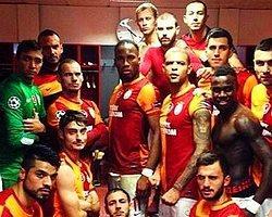 Galatasaray'ın Soyunma Odası Pozu Tişört Oldu