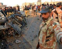 Pakistan Emniyet Yetkilisi Bombalı Saldırıda Öldü
