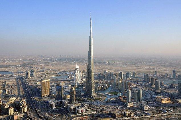 Dubai'deki Burj Khalifa gökdeleni o kadar yüksektir ki, Güneş'in doğuş ve batışını 2'şer kez izleyebilirsiniz.