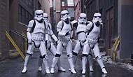 Silahlarını Bırakıp Dans Eden Stormtrooperlar