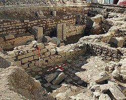 1600 Yıllık Klise Kalıntılarının Üzerine Türbe Ve Mescit