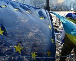 Ukrayna: Muhalifler Anayasa Değişikliği Arayışında