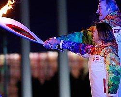 Irkçı Tweet Atan Sporcu Olimpiyat Meşalesini Yaktı
