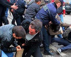 Ak Parti Önünde 11 Kişi Gözaltına Alındı