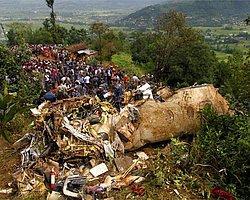Nepal'de turistleri taşıyan uçak düştü: 18 ölü