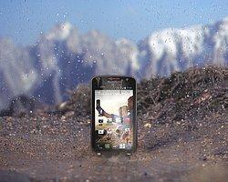 Talihsiz Ceo, Su Geçirmez Telefon Tanıtımında Rezil Oldu