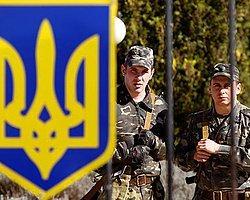 Kırım'da Rus Askerlerden Ukraynalı Askerlere Uyarı Ateşi