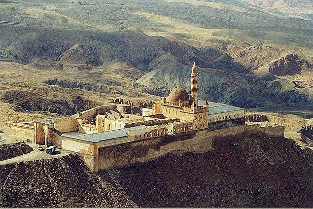 9. İshak Paşa Sarayı, Ağrı