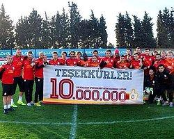 G.Saraylı Oyunculardan 10 Milyon Pankartı