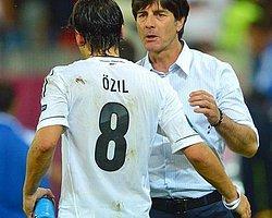 Löw'den Mesut Özil'e Destek!