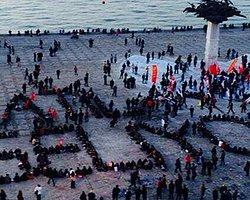 'Katil Geliyor İzmir Boyun Eğmiyor'
