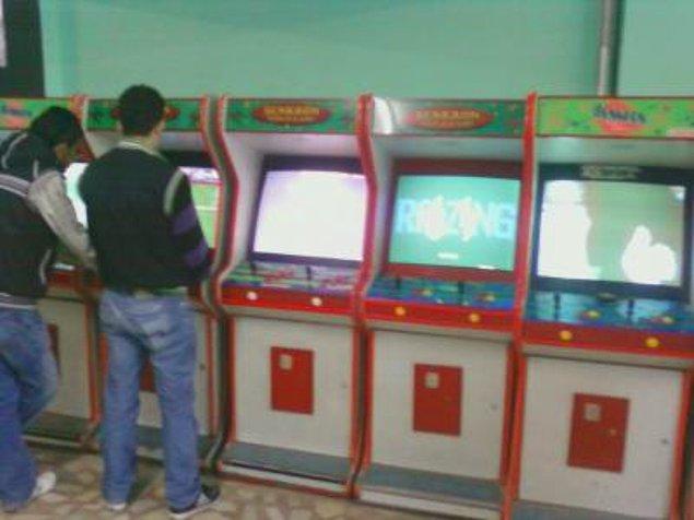2. Bayram harçlıklarını aldıkları gibi arcade salonlarına gidiyorlar, bu daha da sürecek gibi