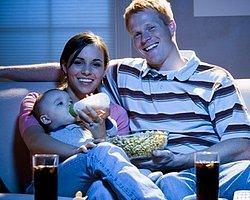 Anne Bebek Birlikte Film İzleyecek
