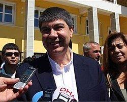 Antalya'da Menderes Türel zaferini ilan etti