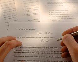 Hepimizin öğrencilik yıllarında sınavlara çalışmadan girmişliği vardır. Böyle durumlarda sınavda yapacak üç seçeneğimiz olur;
