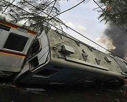 Endonezya'da Tren Raydan Çıktı