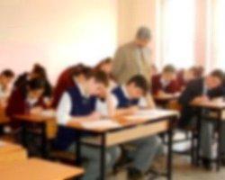 Öğrencilerini 'Kızlı Erkekli' Oturtan Öğretmene Soruşturma