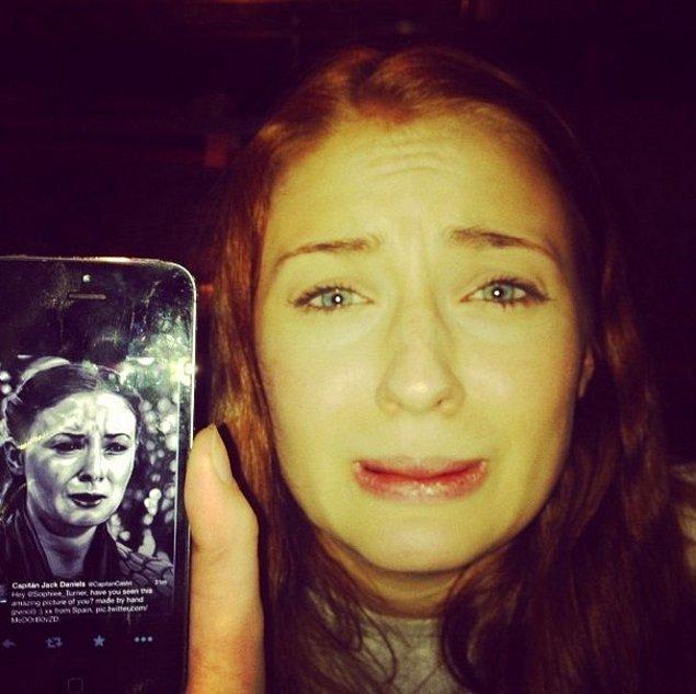 Sansa kendisini taklit ederken