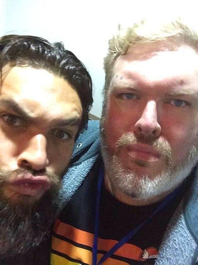 Hodor Khal Drogo ile selfie çekerken