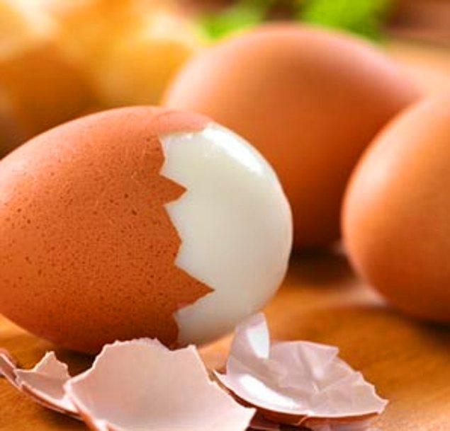 9. Uzun süre haşlanan yumurta uzun zamanda öğütüleceği için vücudun harcadığı enerji miktarı yumurtadan daha fazladır. Haşlanmış yumurta bu yüzden çok iyi bir diyet yemeğidir.