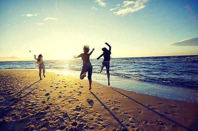 6. Siz çalışıyorken tatile giden arkadaşlarınızın paylaştığı tatil fotoğrafları.