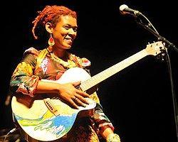 Afro-Latin Müziğin En İyi Temsilcilerinden Carmen Souza 17 Nisan'da Babylon'da