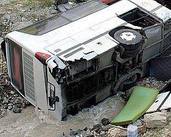 İşçileri Taşıyan Minibüs Üst Geçitten Düştü: 3 Ölü