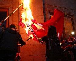 Erivan'da Göstericiler Türk Bayrağı Yaktı!