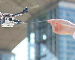 Minyatür İnsansız Hava Aracı Tasmasıyla Uçuyor
