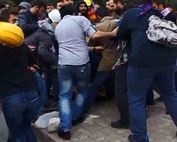Polis Göstericilerin Arasında Kaldı