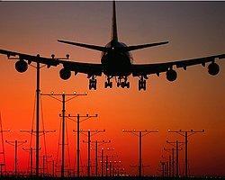 Uçakta 'Tavan' Delindi